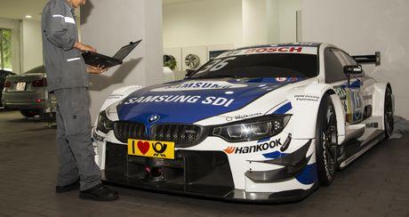 Xe dua BMW M4 DTM - tam diem cua gian hang BMW tai VIMS 2016 - Anh 1