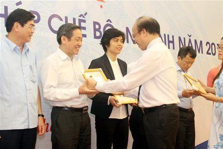 6 ca nhan thuoc Bo Tai chinh nhan Ky niem chuong 'Vi su nghiep Tu phap' - Anh 1