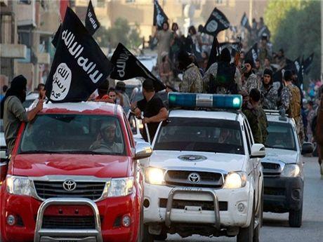 Damascus: Washington, Riyadh cho phep IS chay tron tu Iraq sang Syria - Anh 1