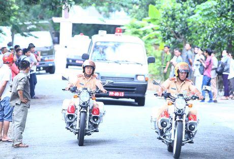 Dua thi the 3 phi cong may bay EC130 ve benh vien 175 de nhan dang - Anh 14