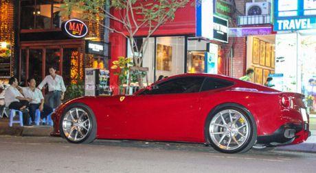 Ngam sieu xe Ferrari F12 Berlinetta mau do moi toanh cua Cuong Do-la - Anh 1