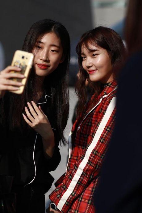 Loat fashionista Viet 'oanh tac' Seoul Fashion Week 2017 - Anh 17