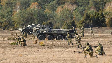 Hon 20.000 binh si Nga to chuc bao dong chien dau dot xuat - Anh 1