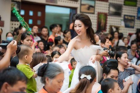 Hoa hau Do My Linh day dut vi chua co mat o mien Trung - Anh 4