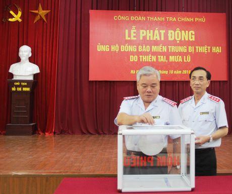 Thanh tra Chinh phu phat dong ung ho dong bao mien Trung - Anh 1