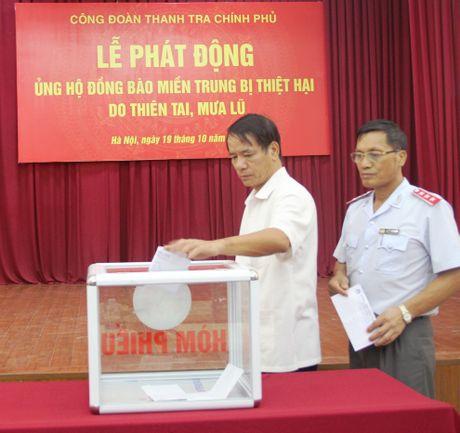 Thanh tra Chinh phu phat dong ung ho dong bao mien Trung - Anh 2