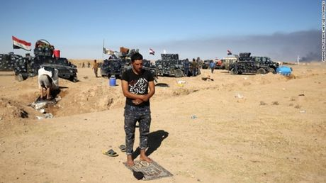 Chao lua Mosul soi suc trong chien dich giai phong - Anh 9