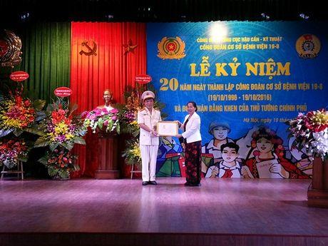 CDCS Benh vien 19.8 Ky niem 20 nam Ngay thanh lap: Thu tuong Chinh phu tang Bang khen - Anh 2