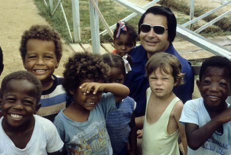 Vu 'tham sat' kinh hoang tai Jonestown: Gan 1,000 nguoi uong thuoc doc, tu sat tap the - Anh 1