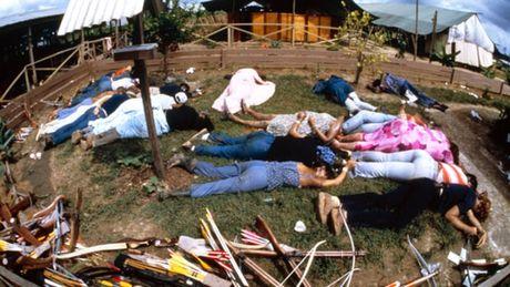 Vu 'tham sat' kinh hoang tai Jonestown: Gan 1,000 nguoi uong thuoc doc, tu sat tap the - Anh 4