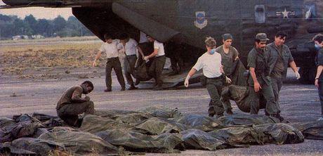 Vu 'tham sat' kinh hoang tai Jonestown: Gan 1,000 nguoi uong thuoc doc, tu sat tap the - Anh 9