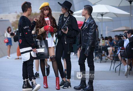 Doc quyen: Street style chat lu tai Tuan le thoi trang Seoul - Ngay 2 - Anh 13