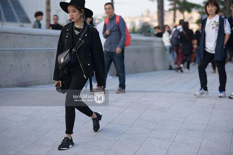 Doc quyen: Street style chat lu tai Tuan le thoi trang Seoul - Ngay 2 - Anh 14