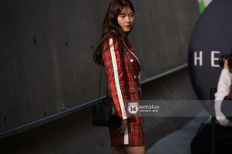 Doc quyen: Street style chat lu tai Tuan le thoi trang Seoul - Ngay 2 - Anh 17