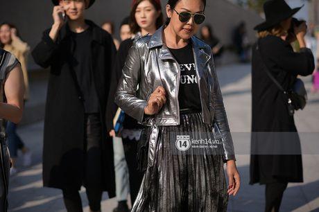 Doc quyen: Street style chat lu tai Tuan le thoi trang Seoul - Ngay 2 - Anh 18