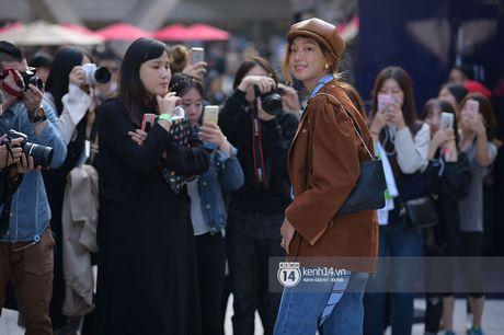 Doc quyen: Street style chat lu tai Tuan le thoi trang Seoul - Ngay 2 - Anh 23