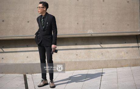 Doc quyen: Street style chat lu tai Tuan le thoi trang Seoul - Ngay 2 - Anh 4