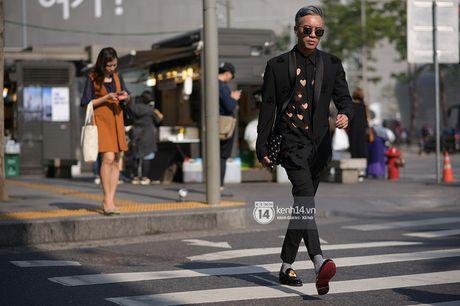 Doc quyen: Street style chat lu tai Tuan le thoi trang Seoul - Ngay 2 - Anh 6