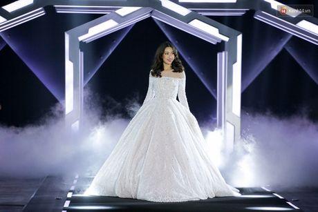 Hoa hau My Linh lam vedette, trinh dien an tuong trong show cua NTK Chung Thanh Phong - Anh 2