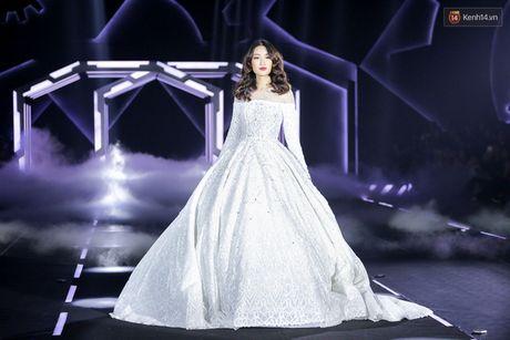 Hoa hau My Linh lam vedette, trinh dien an tuong trong show cua NTK Chung Thanh Phong - Anh 6