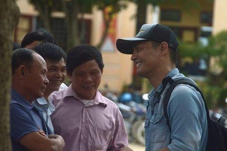 Hinh anh MC Phan Anh cuu tro ba con mien Trung - Anh 2