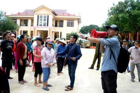 Hinh anh MC Phan Anh cuu tro ba con mien Trung - Anh 3