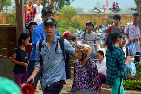 Hinh anh MC Phan Anh cuu tro ba con mien Trung - Anh 5