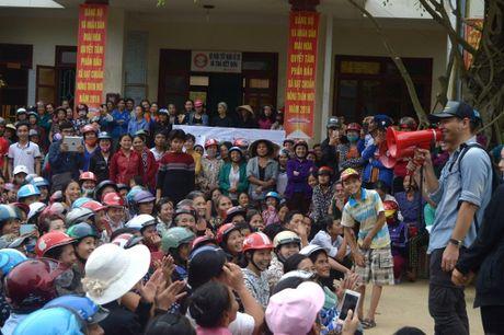 Hinh anh MC Phan Anh cuu tro ba con mien Trung - Anh 7