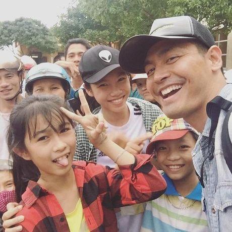 Hinh anh MC Phan Anh cuu tro ba con mien Trung - Anh 8