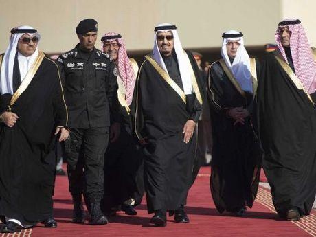 Saudi Arabia tu hinh hoang tu ban chet nguoi - Anh 1