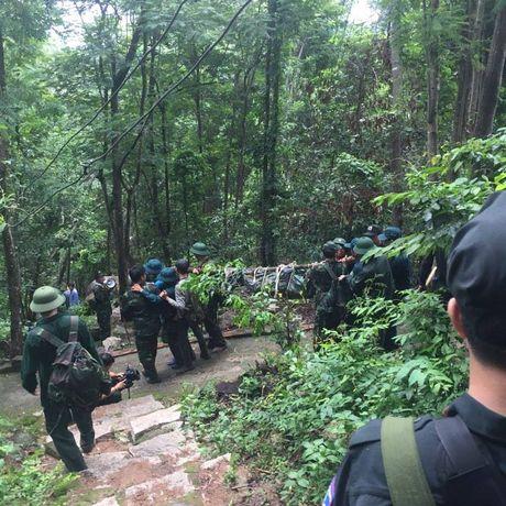 Dua thi the 3 phi cong tu nan trong vu may bay roi ve TP.HCM - Anh 24