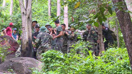 Dua thi the 3 phi cong tu nan trong vu may bay roi ve TP.HCM - Anh 28