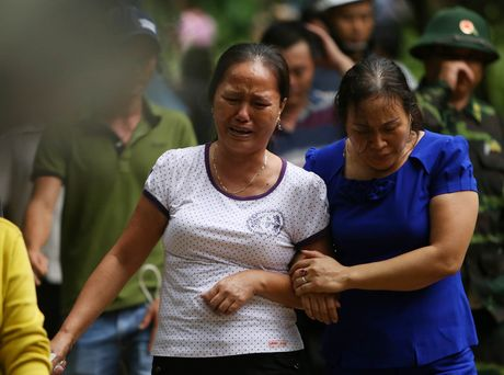 Dua thi the 3 phi cong tu nan trong vu may bay roi ve TP.HCM - Anh 31