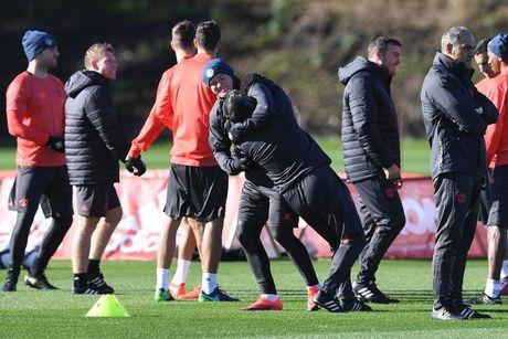 Rooney 'vat nhau' voi cuu huan luyen vien Binh Duong - Anh 9