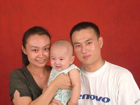 Cha me Ho Trung Quoc kiet suc voi moi goi sinh con thu 2 - Anh 1