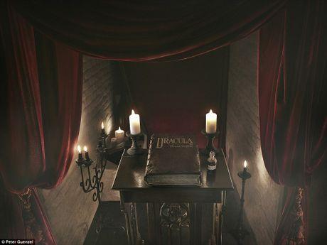 Rung ron trai nghiem Halloween o lau dai Dracula - Anh 2