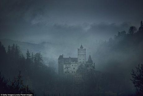 Rung ron trai nghiem Halloween o lau dai Dracula - Anh 4