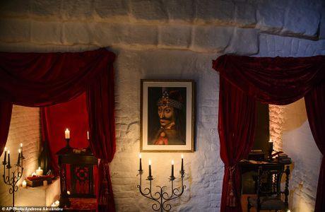 Rung ron trai nghiem Halloween o lau dai Dracula - Anh 6