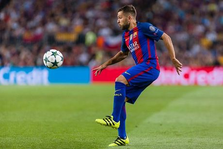 Messi lap hat-trick giup Barcelona huy diet Man City tai Nou Camp - Anh 12
