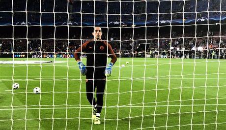 Messi lap hat-trick giup Barcelona huy diet Man City tai Nou Camp - Anh 16