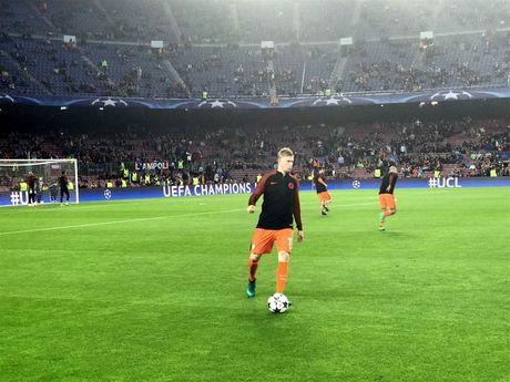 Messi lap hat-trick giup Barcelona huy diet Man City tai Nou Camp - Anh 18