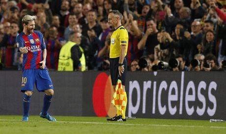 Messi lap hat-trick giup Barcelona huy diet Man City tai Nou Camp - Anh 1