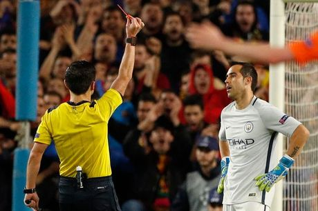 Messi lap hat-trick giup Barcelona huy diet Man City tai Nou Camp - Anh 7