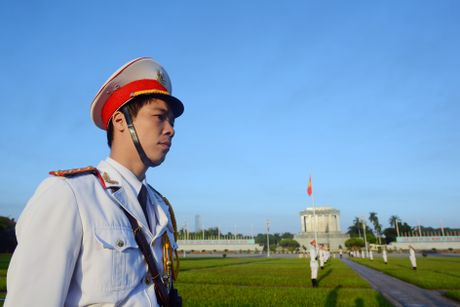 Doan dai bieu Quoc hoi vieng Chu tich Ho Chi Minh - Anh 6