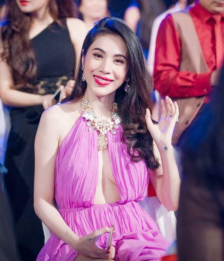 Thot tim khi Ngoc Trinh, Mai Phuong Thuy dien nhung trang phuc nay - Anh 9