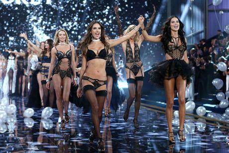 Victorias Secret Show 2016 lo so bi khung bo - Anh 2