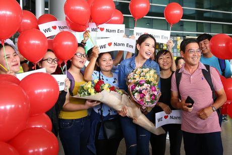 Nam Em rang ro tro ve tu Hoa hau Trai dat 2016 - Anh 2