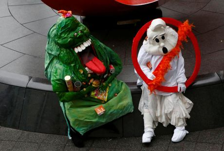 Chum anh le hoi Halloween day ma mi tren khap the gioi - Anh 11