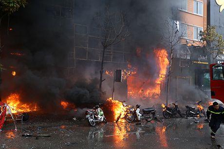 Video đồ họa: Diễn tiến vụ cháy quán karaoke làm 13 người chết