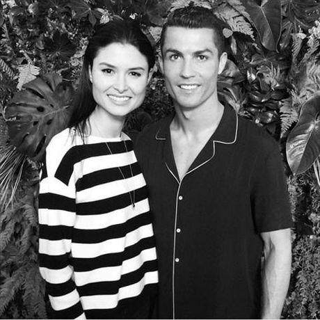 "Cristiano Ronaldo: ""Trai dep ngu trong rung"" - Anh 5"